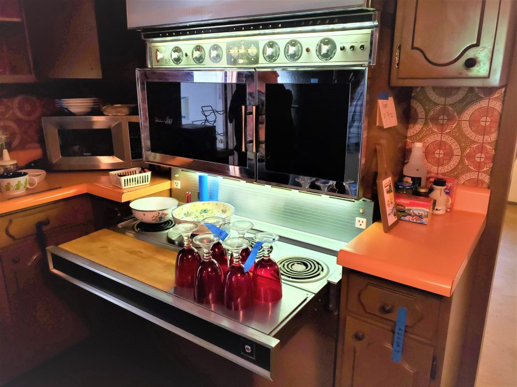 A mid-century modern pull-out stove top